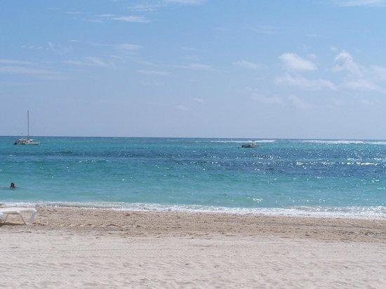 Now Larimar Punta Cana: Beautiful blue water