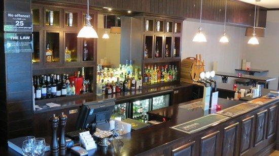Quality Hotel Elms: Bar