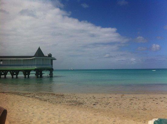 Halcyon Cove by Rex Resorts: Il ristorante sul mare