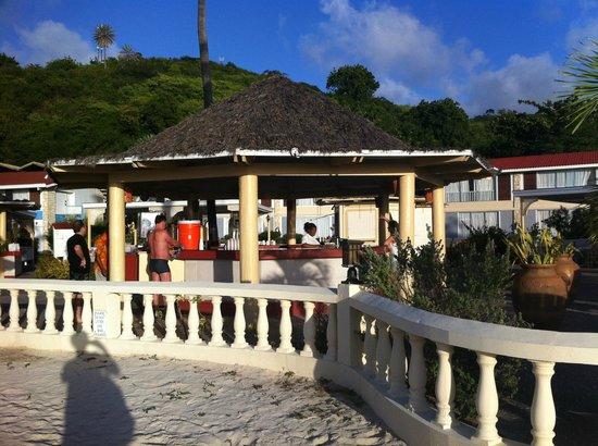 Halcyon Cove by Rex Resorts: Open bar sulla spiaggia