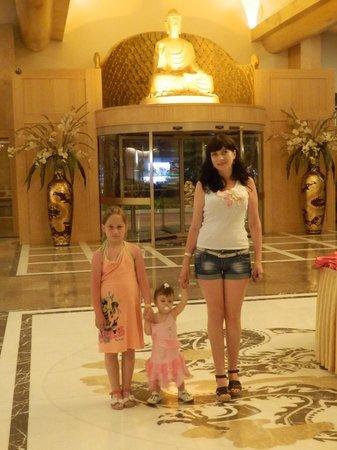 Royal Dragon Hotel : в отеле