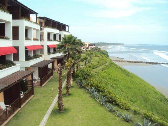 Royal Decameron Mompiche : Esta vista es de algunas de las habitaciones y la playa