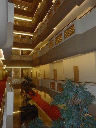 Royal Dragon Hotel: отель