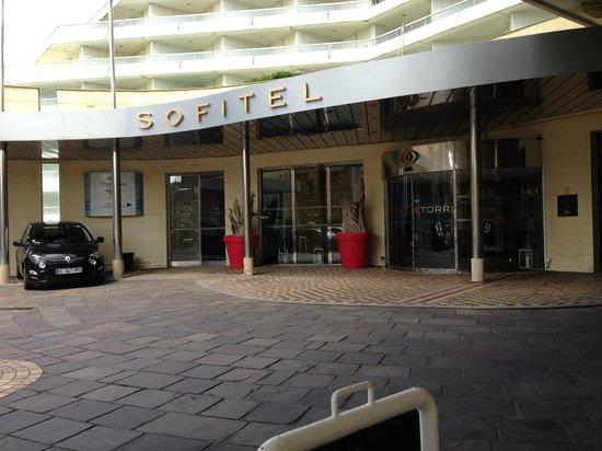 Sofitel Biarritz Le Miramar Thalassa sea & spa : entrée de l'hôtel