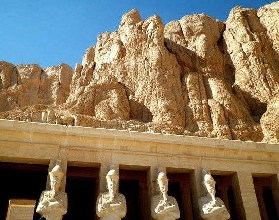 Totentempel der Hatschepsut im Deir-el-Bahari-Tal: Hatshepsut