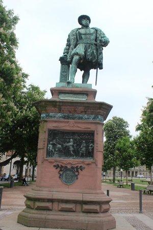Palace Square (Schlossplatz) : Скульптура герцога Христофа Вюртембергского