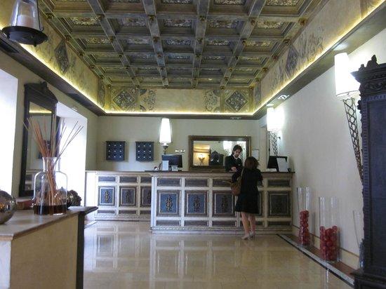 Veneto Palace Hotel: Front Desk