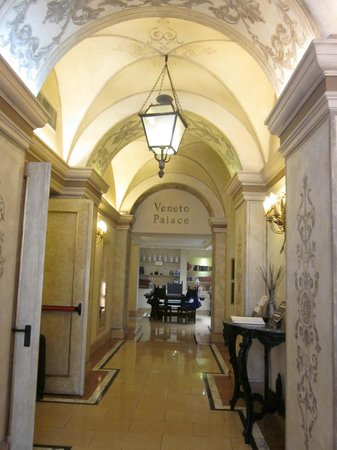 Veneto Palace Hotel: Foyer