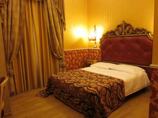 Veneto Palace Hotel: Bed