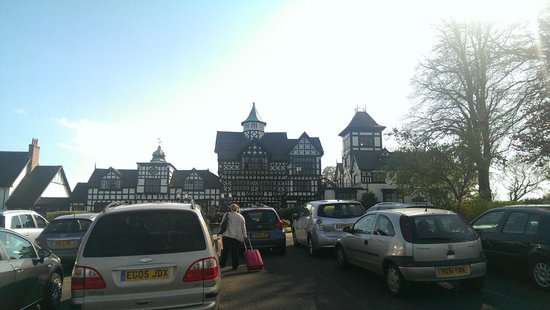 Wild Boar Hotel : Hotel from car park.