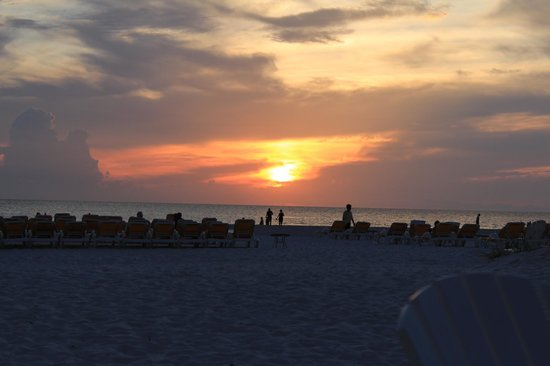 Sandpearl Resort: Sunset from the fire pit