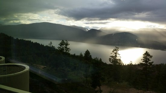 Sparkling Hill Resort: Lake Okanagan  view from your room
