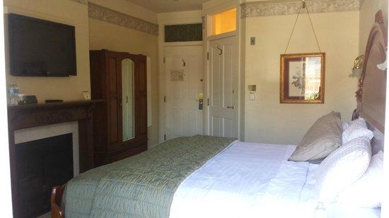 The Horton Grand Hotel: Room