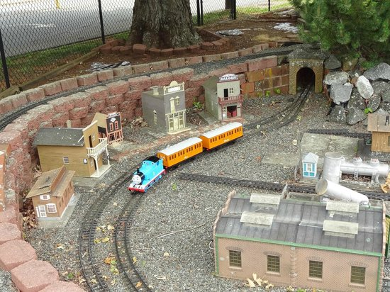 Six Scoops : Another miniature train.
