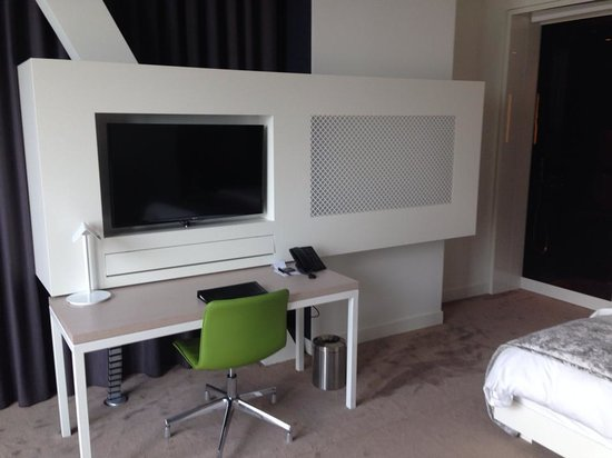 Melia Vienna: Desk area