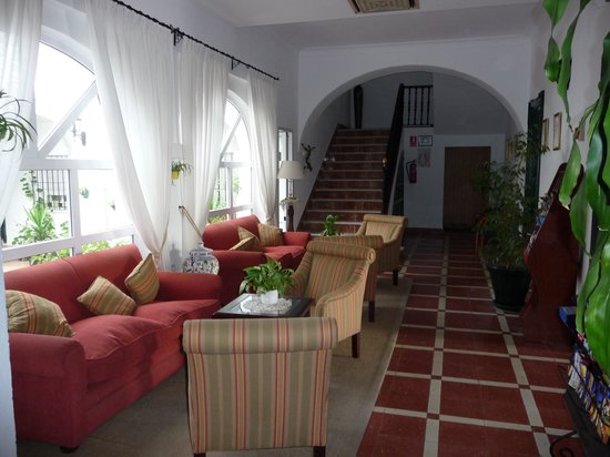 Hotel Los Olivos: Close to the lobby