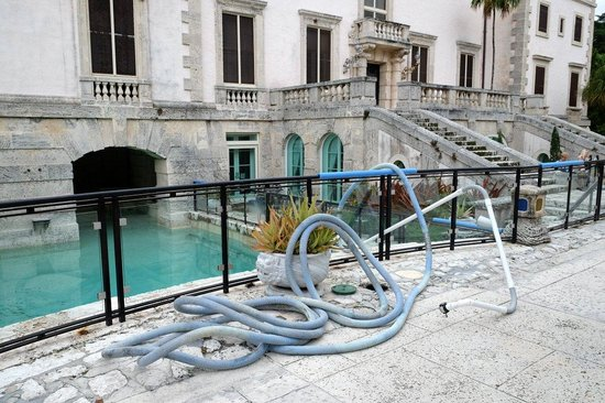 Vizcaya Museum and Gardens: maintenance equipment rarely makes for a good photo