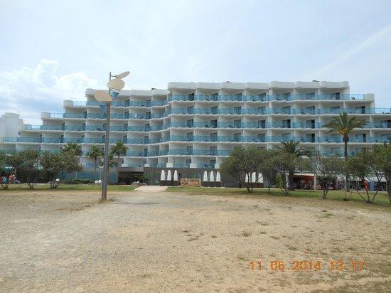 Hipotels Aparthotel Cala Millor Park: Vordereingang des Hotels