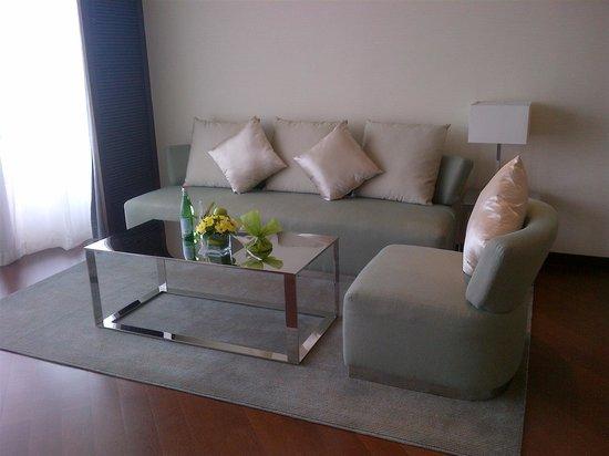 JW Marriott Hotel Hanoi: living room 2