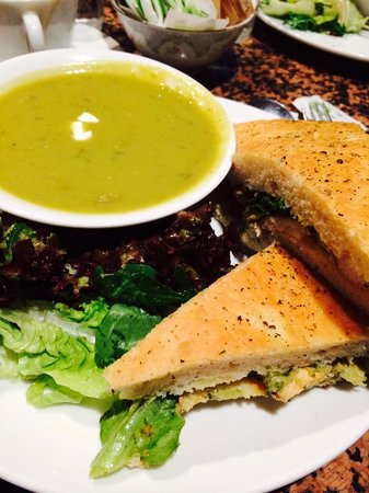 Queen of Tarts: Chicken sandwich and pea/mint soup