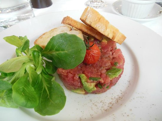 Al Borgo: tuna tartar with avocado