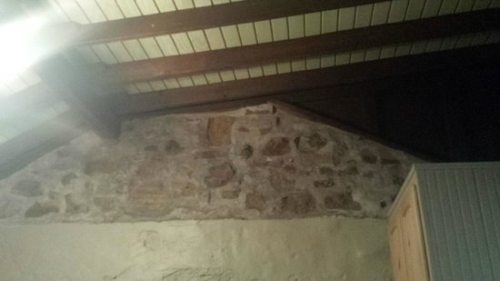 Blue Door Inn: Bedroom Ceiling