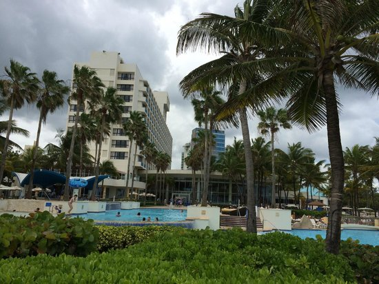 Caribe Hilton San Juan: view of the back of the hotel