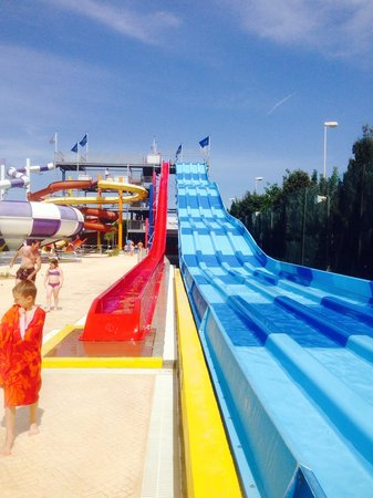 Sirenis Hotel Club Aura : One of the slides in the water park