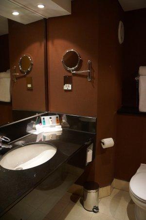 Crowne Plaza Glasgow : Bathroom