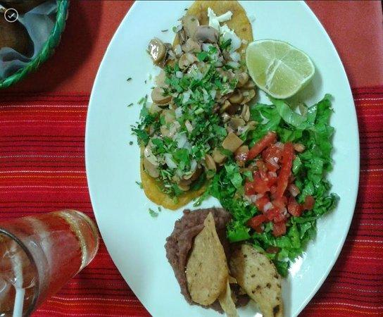 Totopos Restaurante Mexicano: Huarache vegetariano