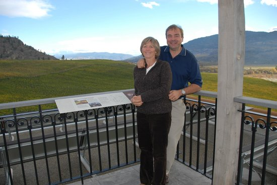 Burrowing Owl Estate Winery: Long views at Burrowing Owl Winery
