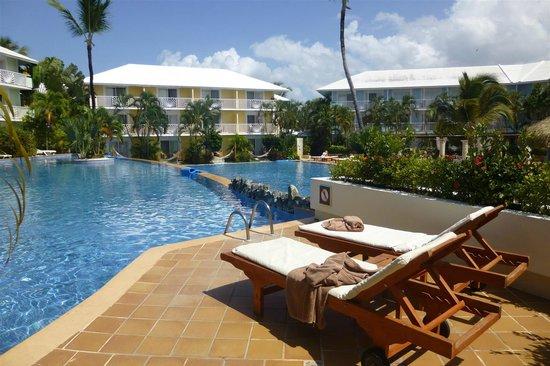 Excellence Punta Cana: The cascade pool area