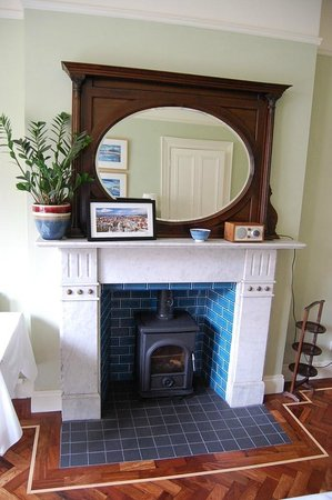 Ravenhill Guesthouse: Dining room fireplace