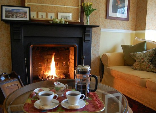 Ravenhill Guesthouse: Coffee and home made shortbread to welcome our guests.