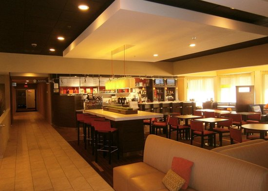 Courtyard by Marriott Lincroft Red Bank: Bistro Dining Area (Breakfast or Dinner)