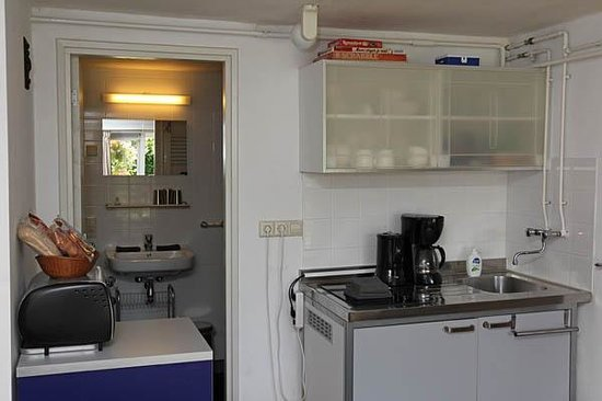 B&B Smal Weesp : kitchenette appartement 1