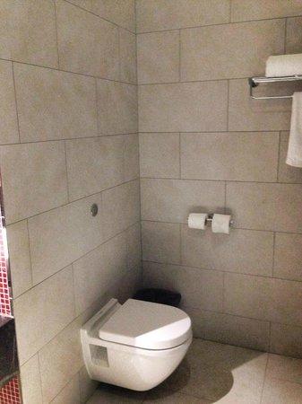 Resorts World Sentosa - Festive Hotel: Bathroom