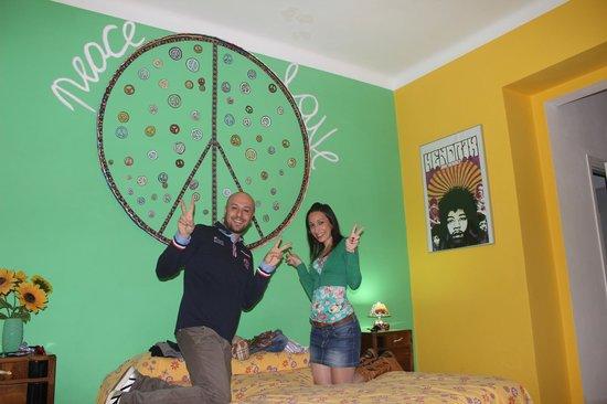 "Art B&B Joyful People: Stanza ""peace and love"""