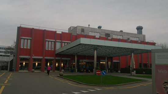Movenpick Hotel Zurich-Airport: entrada