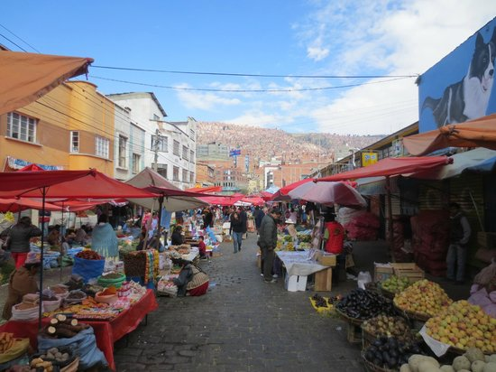 Hotel Milton: The market in front of Hotel