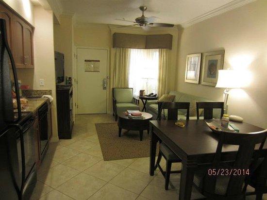 Sheraton Vistana Resort - Lake Buena Vista: Dining and Kitchen area