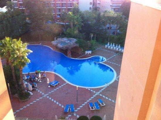 H10 Salauris Palace: Blick aus dem Glaslift zum Pool