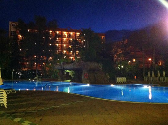H10 Salauris Palace: Nachts am Pool