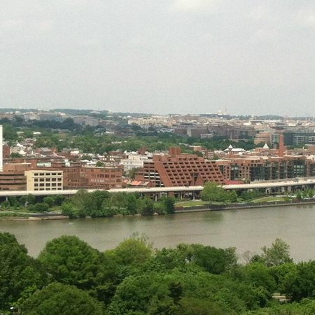 Holiday Inn Rosslyn @ Key Bridge: View from our room on 16th floor.