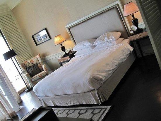 Eastern & Oriental Hotel : Comfortable bed