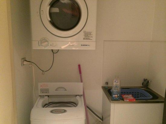 Espace Buanderie Machine A Laver Seche Linge Picture Of