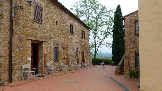 La Valle: other buildings