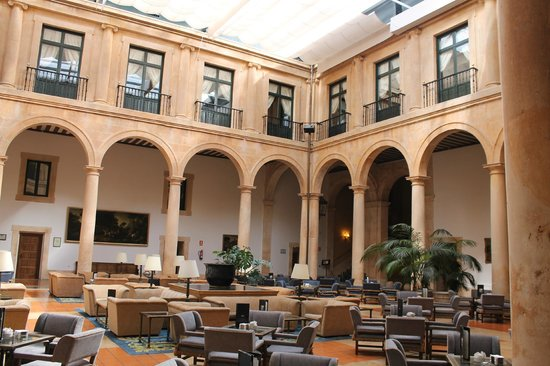 Parador de Lerma: Vista del patio interior.