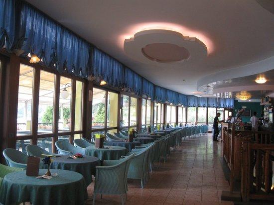 Centro Vacanze La Limonaia: bello il bar all'interno con ottime TV (canali in varie lingue)