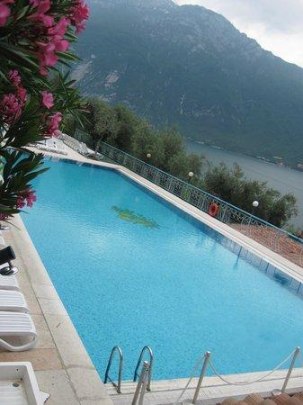Centro Vacanze La Limonaia: La piscina estrena del villaggo/hotel